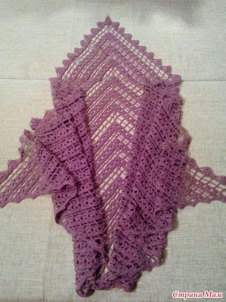 Добрый день! С наступающими праздниками!  Хочу показать шаль, которую я связала для классной руководительницы моей третьеклашки.