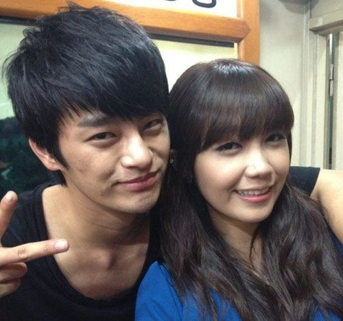 'Reply 1997′s Eunji responds to rumors about dating Seo In Guk on 'Go Show'