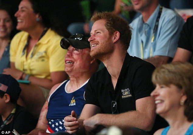 Prince Harry bets $20 with US veteran for Invictus Games' USA vs GB volleyball final | Daily Mail Online