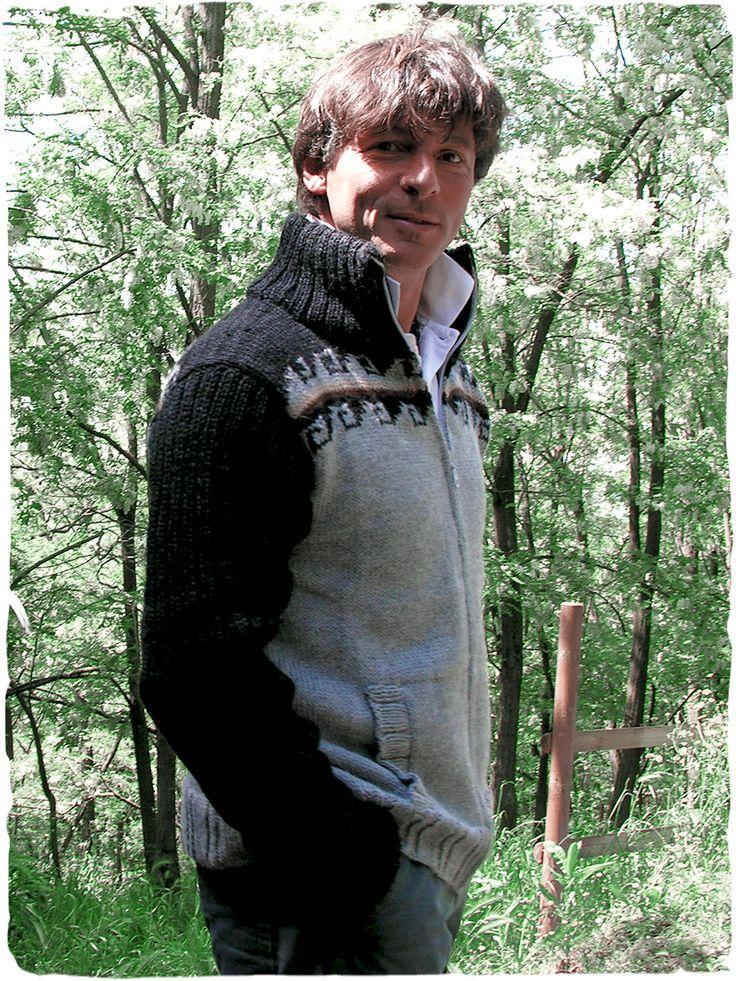 Cardigan alpaca Matteo #cardigan in #lana con #zip e collo alto - due colori contrastanti - maniche a costine - due #tasche - #modaetnica #ethnicalfashion #alpacaswhool #lanadialpaca #peruvianfashion #peru #lamamita #moda #fashion #italianfashion #style #italianstyle #modaitaliana #lamamitafashion