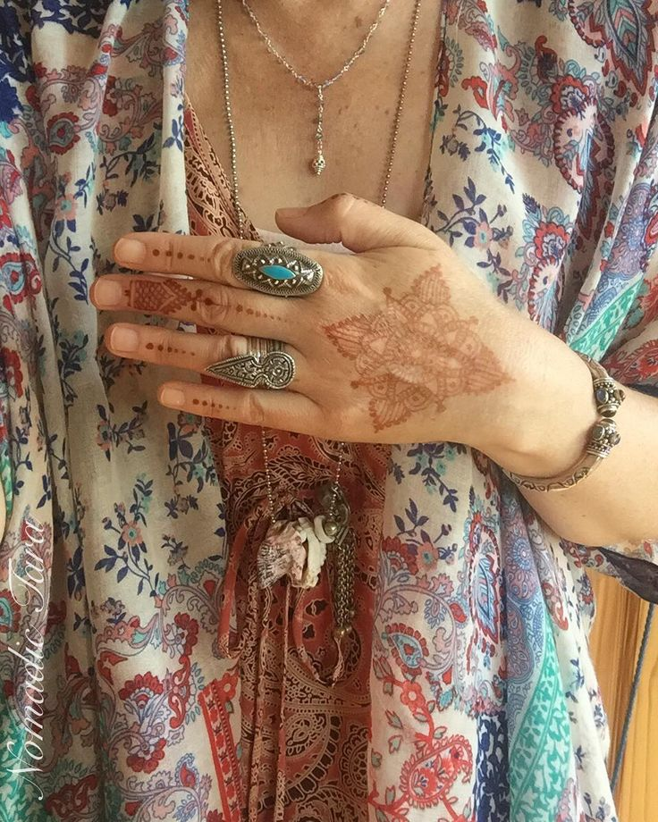 Ill be doing Henna at Ishka Fountain Gate today 1-4pm  #henna #selfie #hennadesign #bohemian #fashion #ootd #apricot #dress #soft #flowy #summer #threads #turquiose #jewellery #omani #spike #ring #globaltraveller #whatiwore #ootd #floral #patternonpattern #photoshoot #photography #mandala #gathered #trinket #necklace #shells #bali #nomadictara