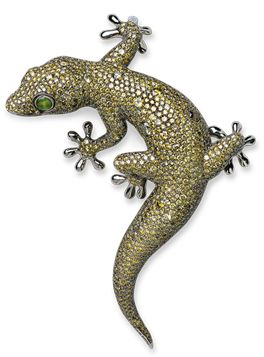 Museum Exhibitions   Hemmerle Jeweler Munich A Fancy Green Diamond, Cat Eye Chrysoberyl and White Gold 'Gecko' Brooch, by Hemmerle 1,524 diamonds weighing approximately 62.16 carats.