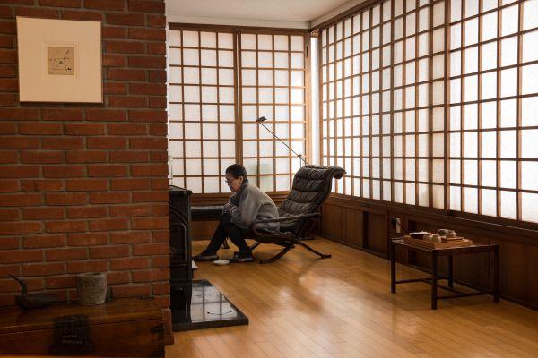 ㆍ의상디자이너 김순자 '붉은 벽돌집'서울 종로구 명륜동 주택가에 남다른 가옥이 있다. 건축가 김수근(1931~1986)이 타계하기 3년 전에 지은 가정집. 그..