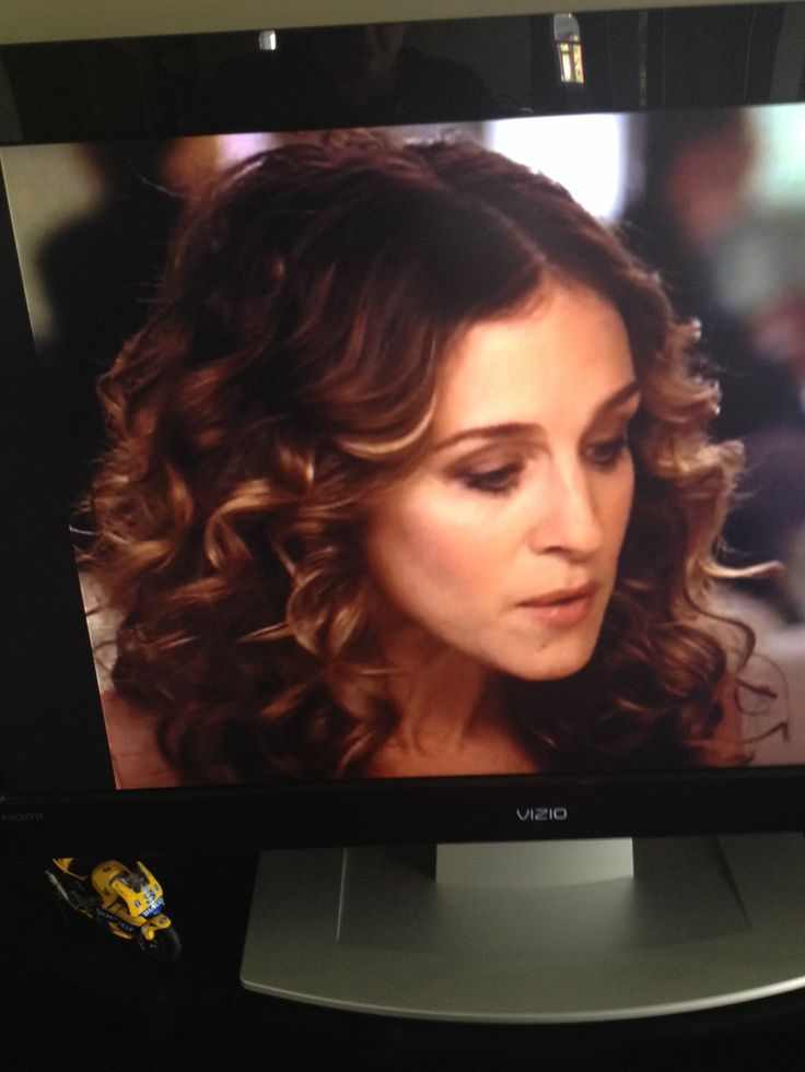 Carrie Bradshaw's transition to brunette. Golden caramel highlights.