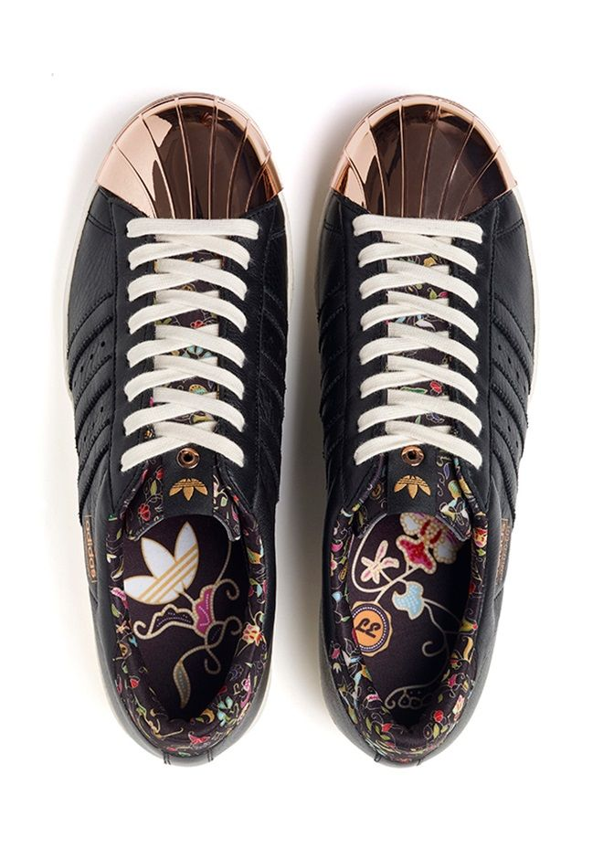 Limited Edt x adidas Consortium Superstar