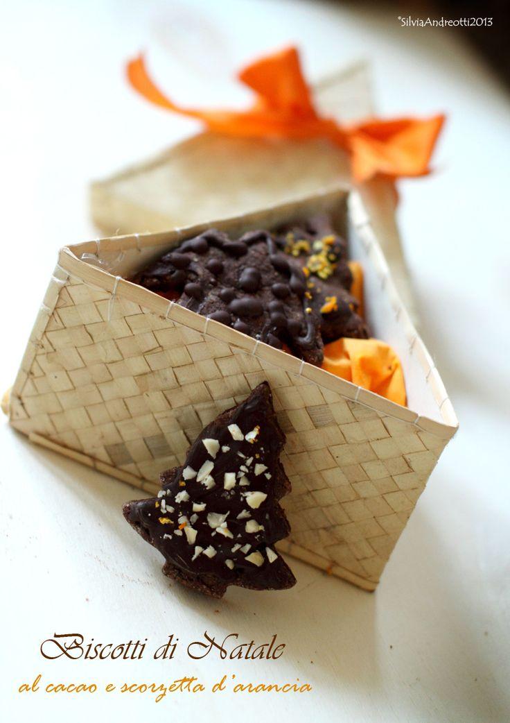 Biscotti di Natale al cacao e scorzette d'arancia, senza burro né uova