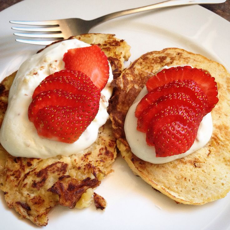 So easy and so delicious. Banana & strawberry pancakes. YUM! Check it >> http://bit.ly/dcnpower