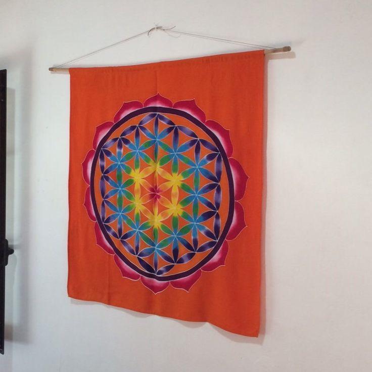 Un favorito personal de mi tienda Etsy https://www.etsy.com/listing/128508381/hand-painted-batik-flower-of-life-wall