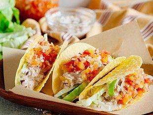 Вкусная закуска в мексиканском стиле — рулет из тортильи, известный под названием тако. Запоминай простой способ приготовления этого блюда с начинкой из тунца.