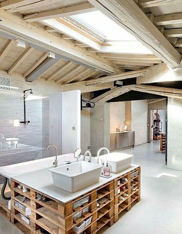 La Palette En Bois Dans Tous Ses Etats Salle De Bain Mansardee Salle De Bain Design Et Maison Design