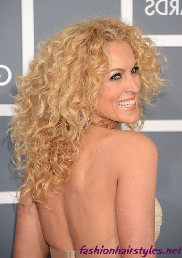 I am absolutely in LOVE with her hair! If I had this hair I would swing it around and smack everyone daily with my lovely locks. Obsessed.