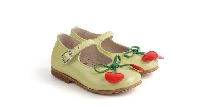 379/Limone  Ballerina in vernice limone con inserti fantasia, suola in cuoio. #galluccishoes #kids #shoes #ballerine #vernice #babygirl #SS16