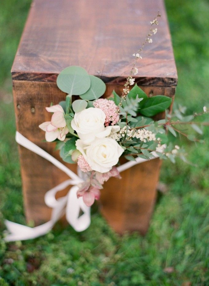 Benched with tied on bundles of pretty #cedarwoodweddings Cedarwood Spring Style on Style Me Pretty with Julie Paisley | Cedarwood Weddings