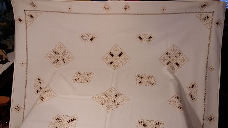 Tablecloth detail 1