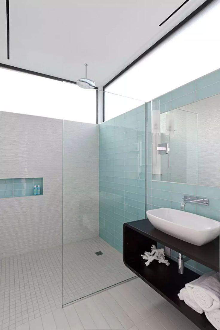 Oltre 25 fantastiche idee su piastrelle per doccia su - Bagno blu e bianco ...