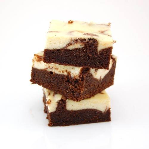 Omigosh!  Thinking these will be my irish dessert for St. Patty's party!    Irish cream-cheese brownies...Mmmmmm!