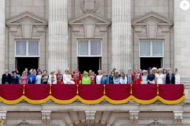 Mike Tindall, Zara Phillips, la princesse Anne, Camilla Parker Bowles, duchesse de Cornouailles, le prince Charles, Kate Middleton, duchesse de Cambridge, la princesse Charlotte, le prince George, le prince William, la reine Elisabeth II d'Angleterre, le prince Philip, duc d'Edimbourg, la comtesse Sophie de Wessex, le prince Andrew, duc d'York, Lady Louise Windsor, James Mountbatten-Windsor, la princesse Eugenie d'York, le duc Edward de Kent, Katharine Worsley, le prince Michael de Kent et…