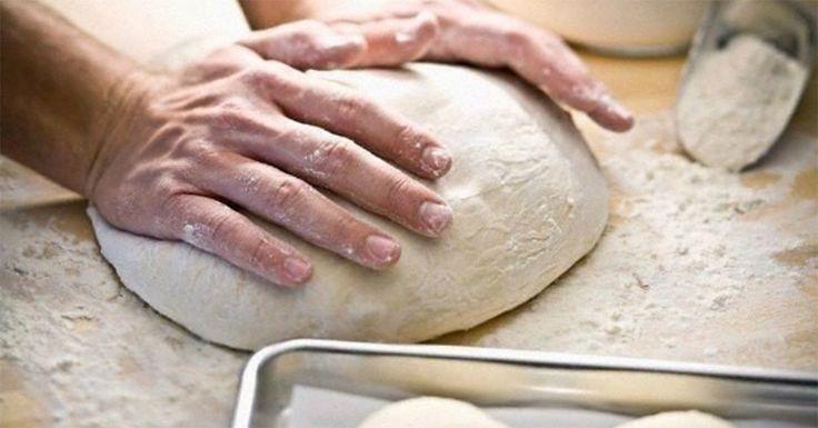 Prăjiturile de casă, din aluat moale, fin și aromat, nu lasă pe nimeni indiferent. Pentru a obține de fiecare dată rezultatul dorit, vă prezentăm mai jos 7 feluri de aluat, cu ajutorul cărora orice prăjitură sau pizza va fi perfectă. Bucurați-i pe cei dragi cu cele mai delicioase, aromate și apetisante prăjituri. La fel, nu ratați ocazia să vă uimiți familia cu o pizza sau pelmeni de casă. Rețeta Nr.1 – Aluat pentru pizza INGREDIENTE -170 ml de apă -1 linguriță de drojdie uscată -2 pahare de…