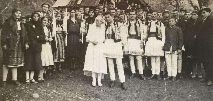 Traditional wedding in Bistrita. Except the bride, the groom and the guests are wearing Romanian folk costumes (1930)
