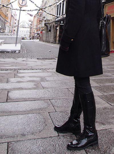 http://www.oxenerschoenen.nl/dames/laarzen/palmroth-84055_zwart_9469.html#.VLOJut7w5gd