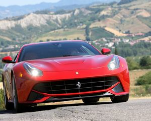 En Betcars.com sorteamos un paseo en Ferrari.  Si quieres ser el afortunado solicita más información en: atencionalcliente@betcars.com
