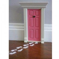 "DIY ""Fairy Doors"" for Imaginative Houses"