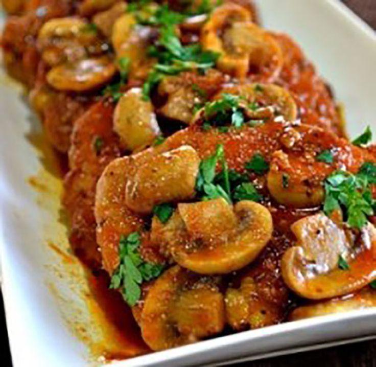 Het bereiden van de varkenshaas met champignon jus is niet alleen eenvoudig, maar ook snel gebeurd. Bekijk het recept en geniet vanavond nog!