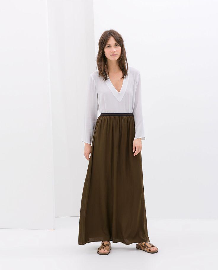 look veraniego: top holgado+falda larga+sandalias romanas (zara)
