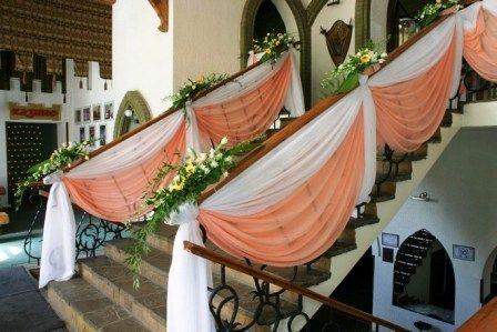 Свадебная драпировка лестницы