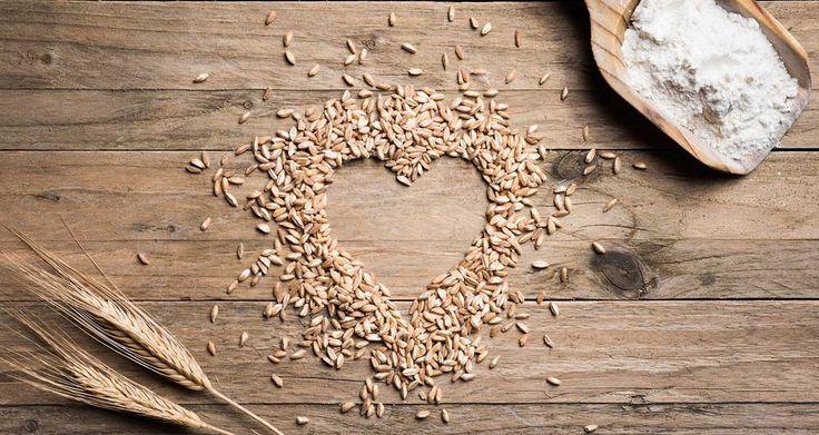 farro farina e chicchi di grano antico