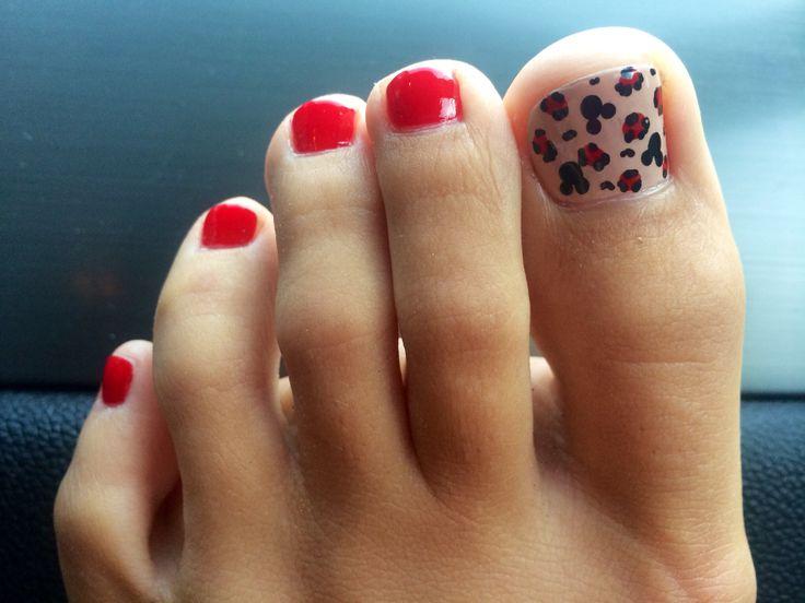 disney mickey mouse toenail design