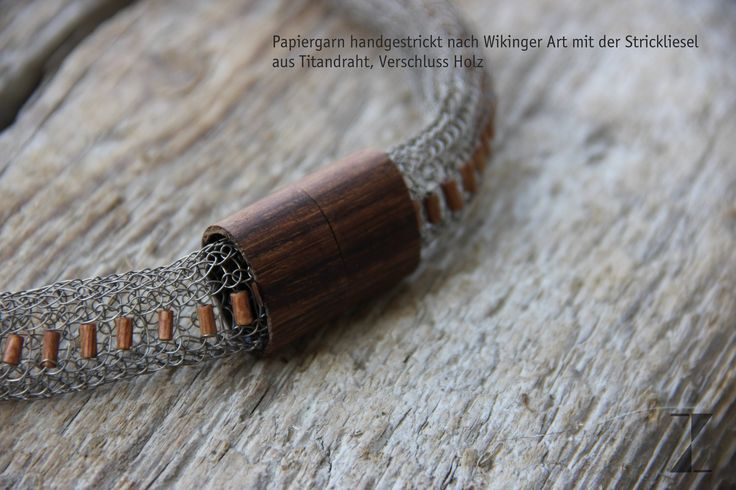 Kette aus Titandraht von Hand verstrickt - Verschluss Holz - www.atelier-zellh... #Titan #Schmuck