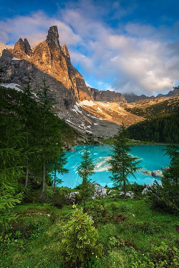 Sorapis lake in the Dolomites, Italy