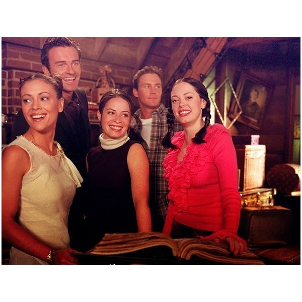 Charmed Cast Phoebe Halliwell (Alyssa Milano) Cole Turner (Julian McMahon) Piper Halliwell (Holy Marie Combs) Leo Wyatt (Brian Krause) and Paige Mathews (Rose McGowan)
