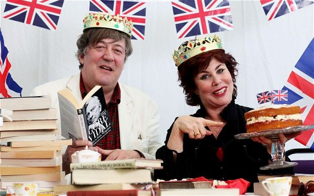 Stephen Fry and Ruby Wax tuck into books and cake at Hay Festival 2012.