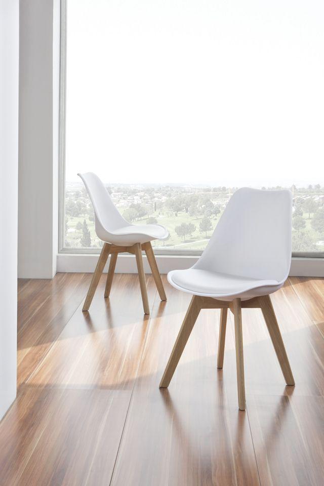 Con la silla CH 901 de #DugarHome siéntete todo un anfitrión. Una silla de lo más cómoda con cojín y patas de madera de roble. Hoy puede ser un día perfecto para celebrar una cena en casa ¿A qué estás esperando? #silla #decoración #hogar #diseño #estilonordico #interiores