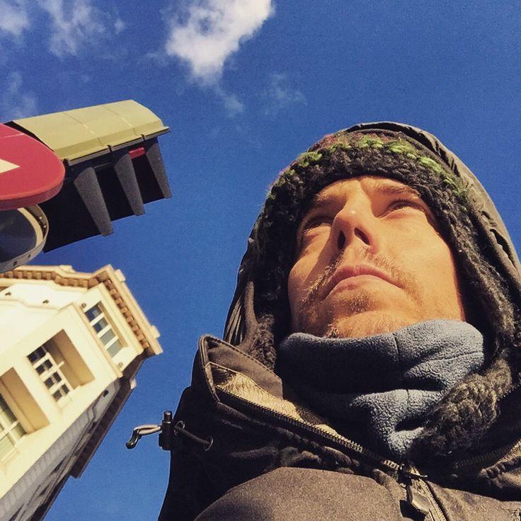 Bien abrigado y esperando que se ponga el semáforo en verde con mi bicimad. #Madrid