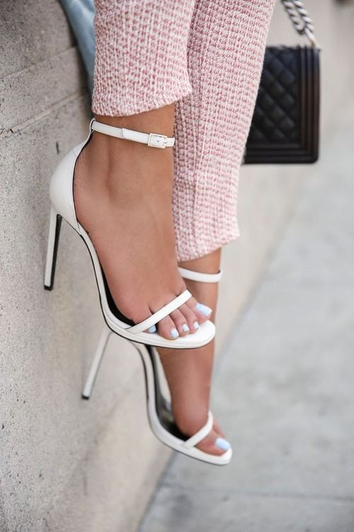 love it all from her cute pants, to her sexy blue toes & strappy white heels!!