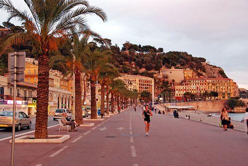 Quai Des Etats Unis In 2020 Riviera Beach French Riviera Beach Fun