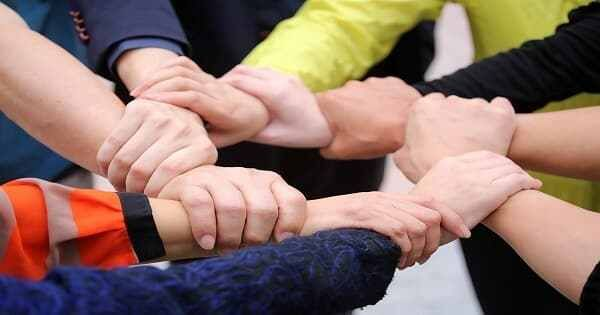 مقدمة البحث عن تعريف التعاون الأهمية من التعاون أنواع الناس في صفة التعاون أشكال التعاون أج Team Building Activities Unity Fourth Industrial Revolution