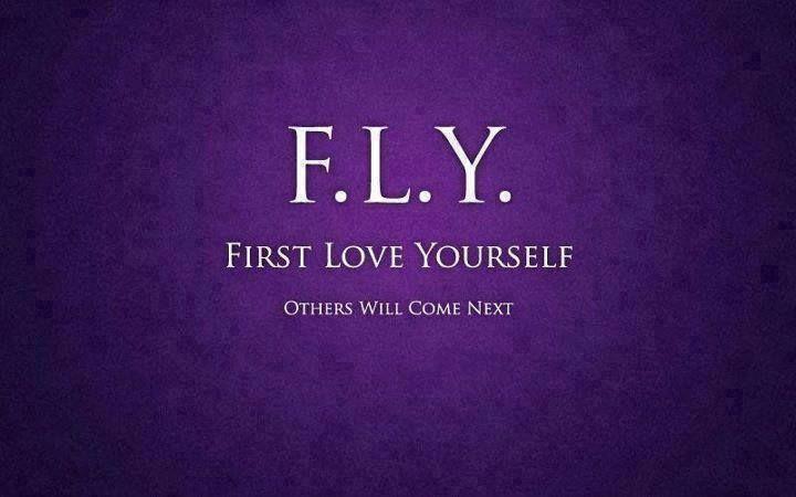 F.L.Y, why...? Rule no.1, lijkt mij. Hoe moeilijk het soms ook is, je kán er gewoon niet écht voor anderen zijn, als het bij jezelf niet op orde is. Dan is het gewoon fijn als er mensen voor jou kunnen zijn. Soms kan je op een bepaald moment in je leven op het ene gebied wel geven, maar op een ander vlak niet. Dat is mooi, want zo werkt het denk ik bij de meeste mensen en houden we elkaar in balans. First love yourself herinnert mij eraan dat ik altijd dicht bij mezelf mag blijven.