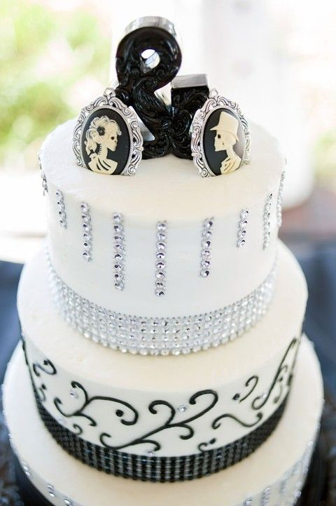 70 Unique Halloween Wedding Cakes | HappyWedd.com
