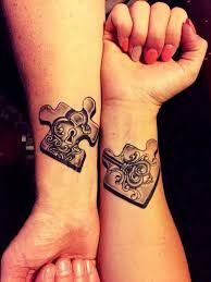 Resultado de imagen para tattoos para parejas a color coronas