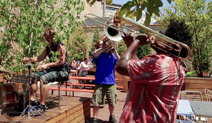 Watch No BS! Brass Band perform 3 AM Bounce live at Wicker Park in Chicago, Illinois in 2016 | Couch Seats