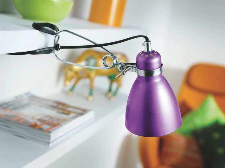 Violetti lukuvalo opiskelijalle. - Purple reading lamp for student.