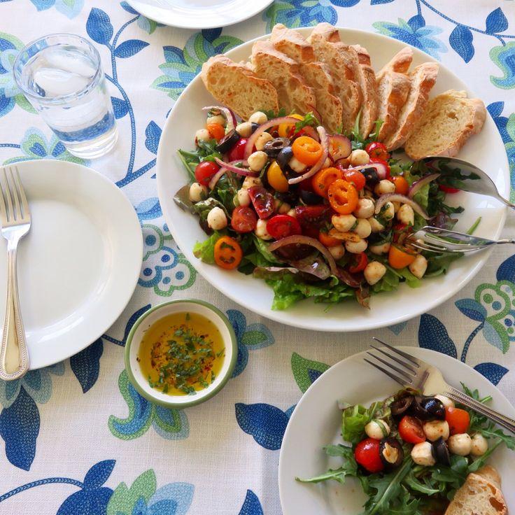 Today's Lunch-Italian summer salad fresh mozzarella peal cheese. 오늘점심은 아침에만든 바게트와 여름에 먹기좋은 이탈리안 샐러드 입니다.