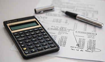 Od odsetek kapitałowych Twój bank potrąci podatek. Sprawdź jak obliczyć podatek Belki http://finansenaplus.pl/jak-obliczyc-podatek-lokat-bankowych/