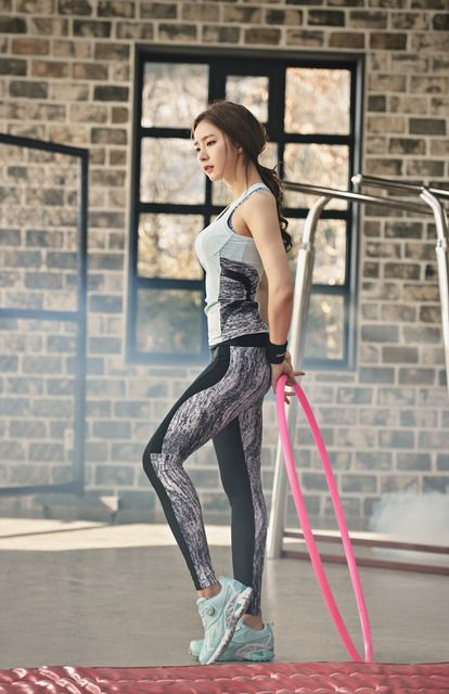 In the advertisements for Black Yak, Shin Se Kyung showed everyone how to look good while working out – even if it's just rollerblading. Check it out! Source  |  Top Star News