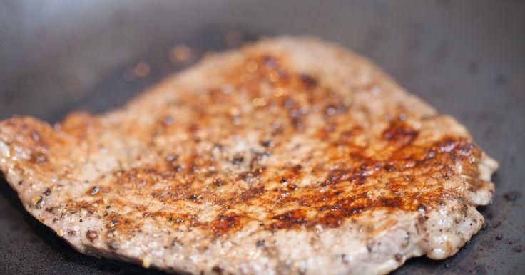 Como fritar bife de lagarto (corte de carne bovina). Fritar bifes de lagarto (um tipo de corte bovino) é uma técnica rápida e simples, que resulta em uma refeição saborosa, magra e rica em proteína. O bife dessa carne é pequeno, desossado, pesa entre 170 e 225 g e tem uma camada fina de gordura nos dois lados. Além disso, tem uma forma redonda, podendo ser usado em ensopados e preparado de diversas ...
