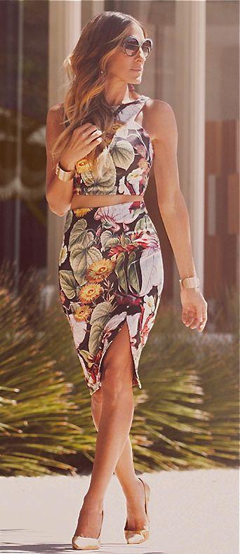 Sarah Jessica Parker - Tropical Paradise | crop top season :)